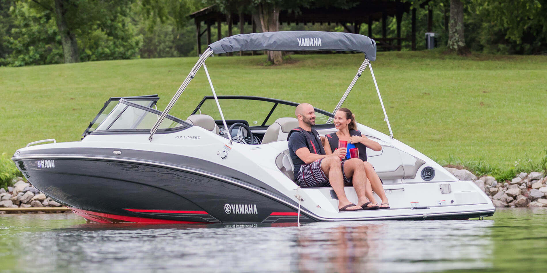 Yamaha boats 212 limited 2018 black red swim platform for 2018 yamaha jet boat
