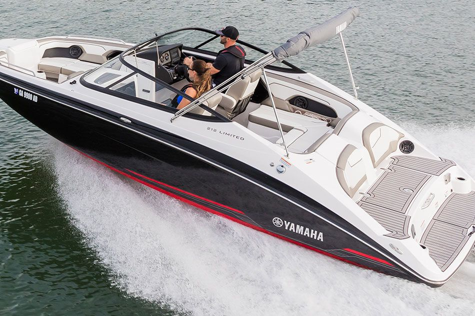 Yamaha boats 212 limited 2018 black white stern cruising for 2018 yamaha jet boat