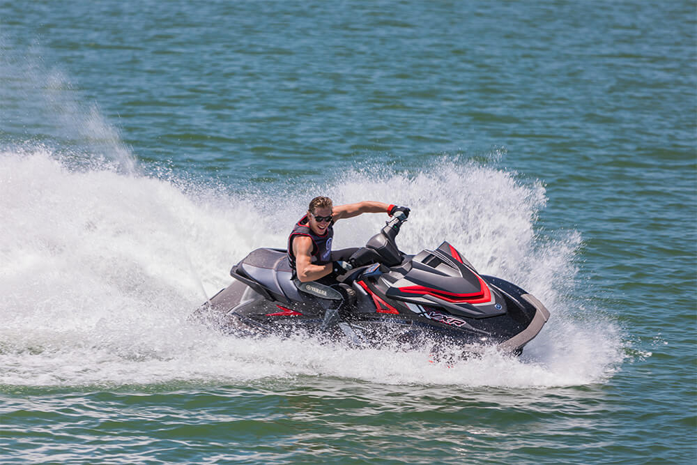 Yamaha waverunners 2018 vxr red black speed crusing for 2018 yamaha jet boat